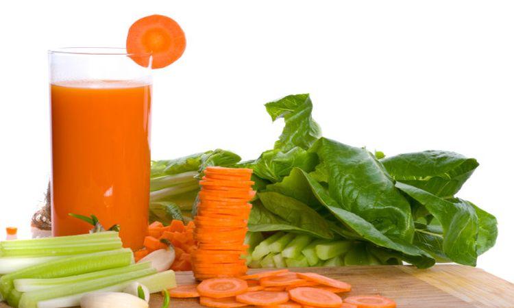 mimar-el-higado-jugo-de-zanahoria-pepino-y-apio